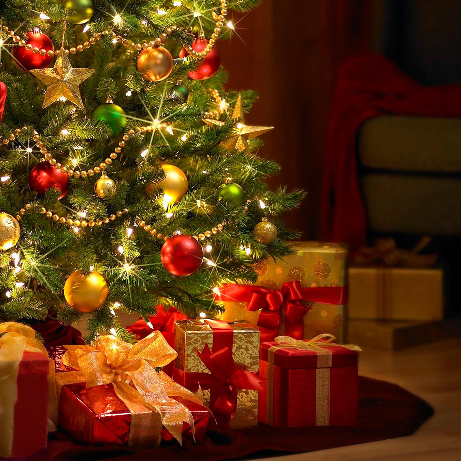 Картинки новогодней ёлки с подарками под ней